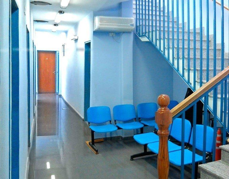 Sector de espera 1 y acceso a consultorios 3 a 6